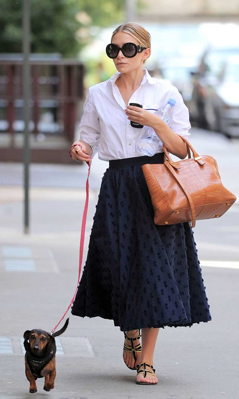 Olsens-Anonymous-Blog-Ashley-Olsen-7-Seven-Stylish-Shots-of-Ashley-With-Her-Dogs-Retro-Skirt-Dachshund-Wiener-Dog