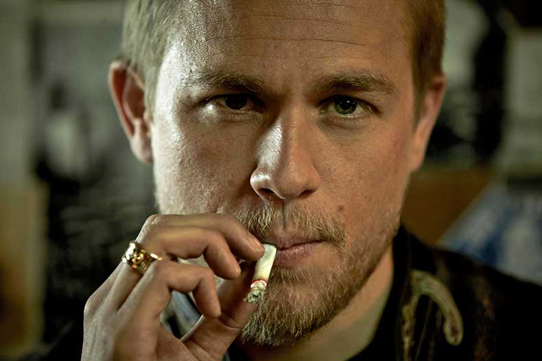 charlie-hunnam-sons-of-anarchy__120610195928