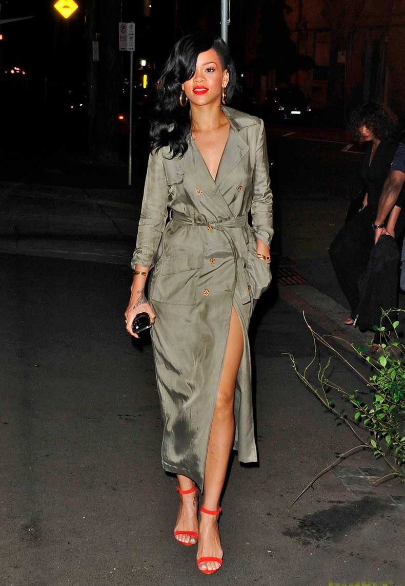 la-modella-mafia-Rihanna-in-a-trench-coat-and-red-lips2