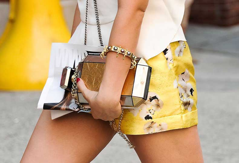 shining-box-clutch-spiky-jewelry-complement-golden-shorts_cobzdg