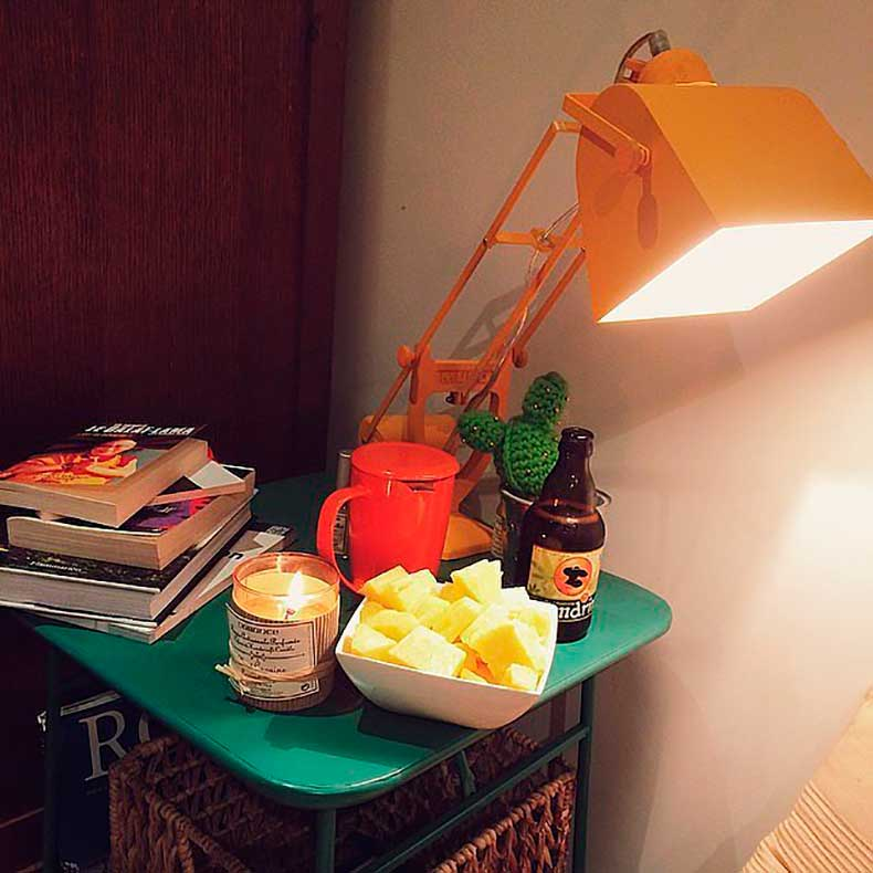 Allow-your-nightstand-decor-pop-color