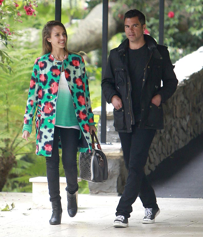 Jessica-Alba-made-herself-stand-out-colorful-animal-print-Kenzo