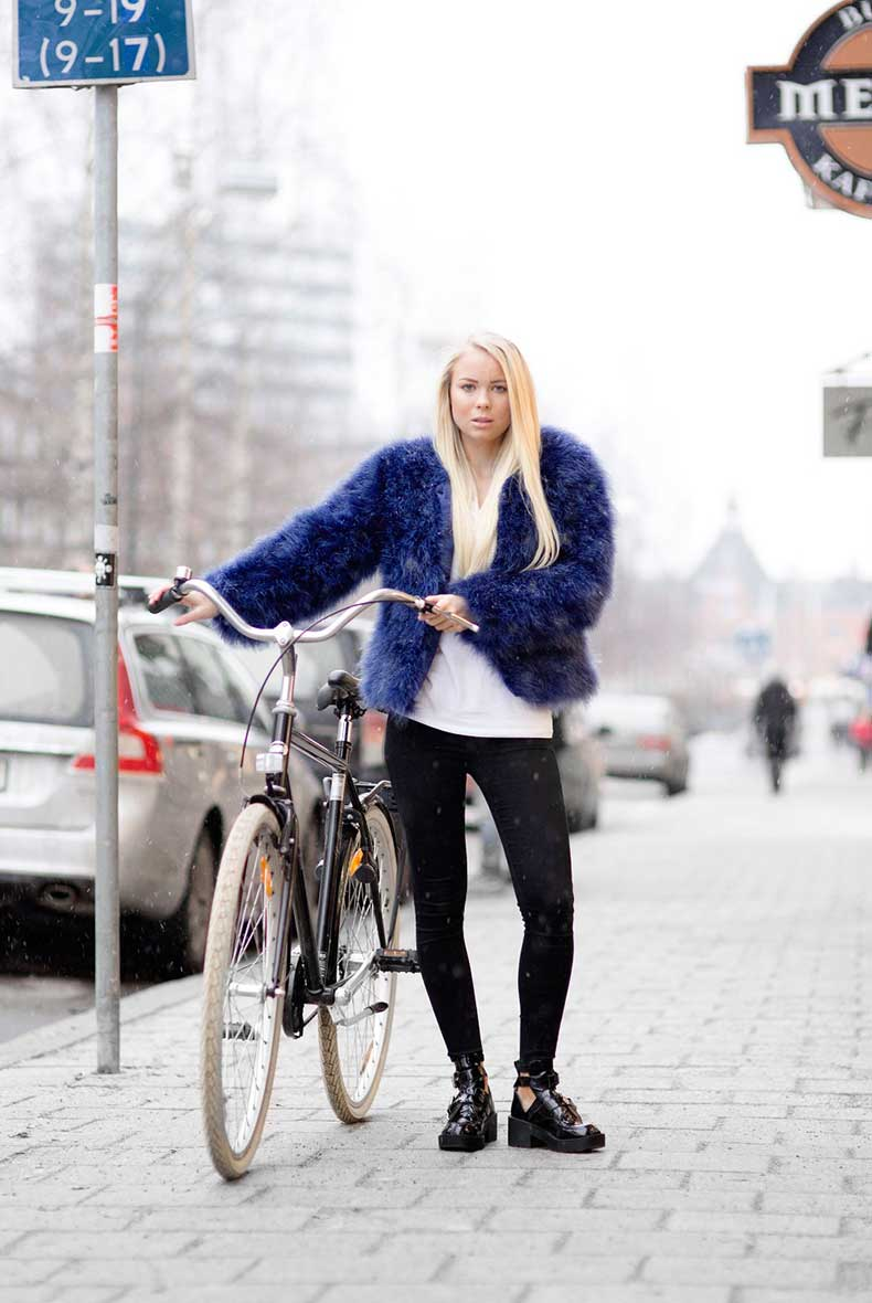 5.-blue-fur-jacker-with-casual-outfit