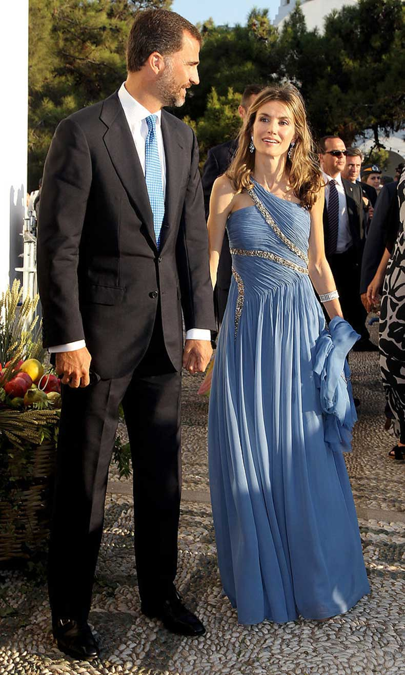 When-She-Wore-One-Shouldered-Gown-Like-NBD