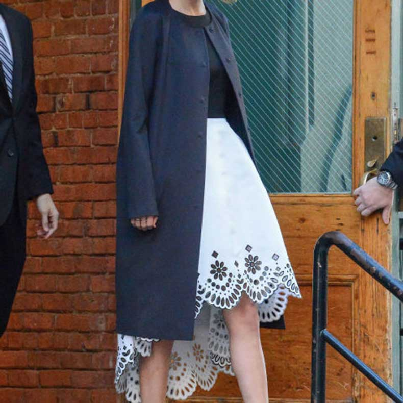 square_nrm_1418668341-mcx-taylor-swift-ootd-dec-12