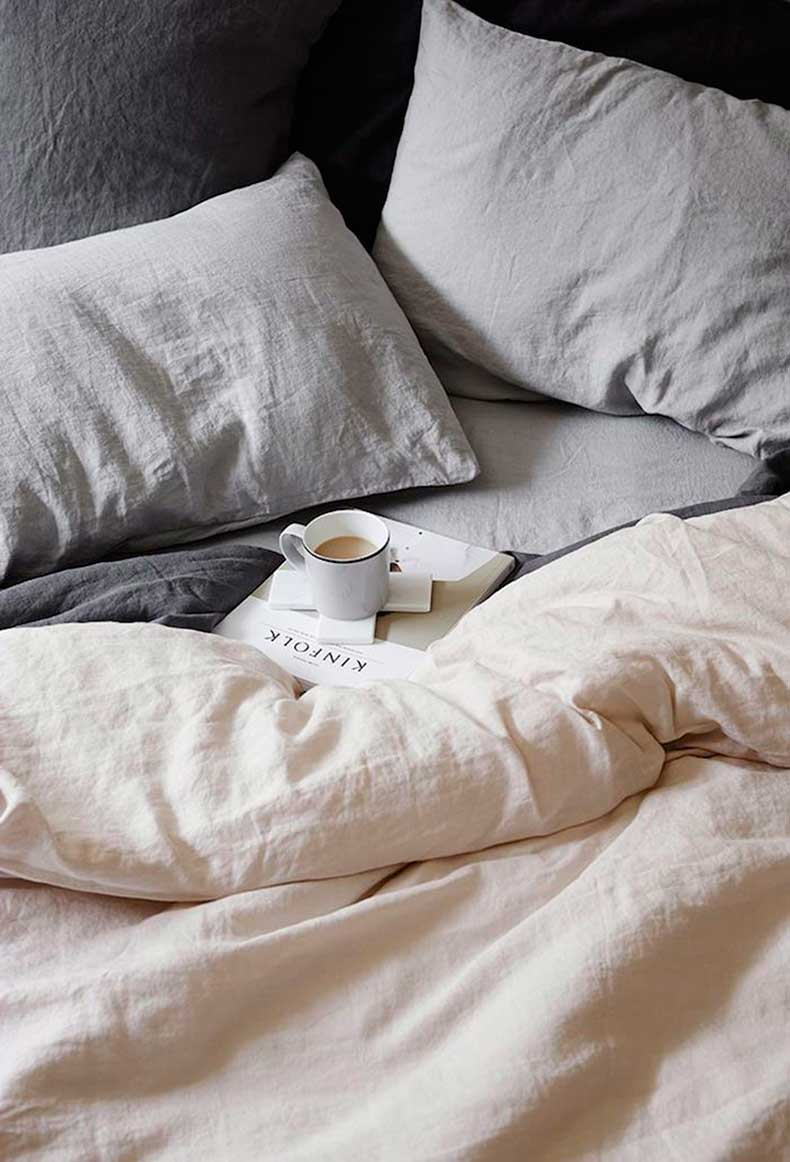 Cosy-Grey-Sheets-Weekend-Reading-Image-Via-Pinterest