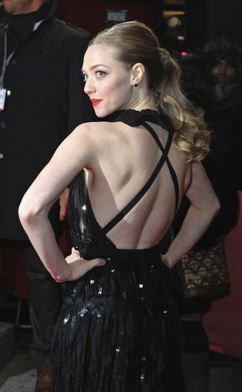 What-better-way-show-off-backless-gown-than-cascading