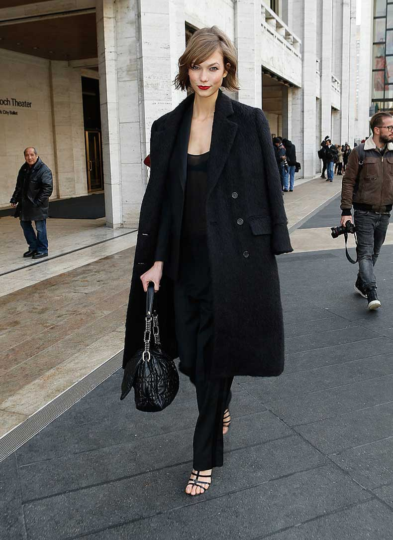 While-strutting-down-streets-NYC-Karlie-Kloss-wore