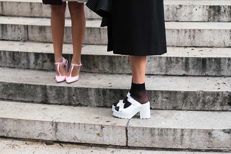 clochet-outfit-streetstyle-paris-fashion-week-pink-heels-white-chunky-sandals