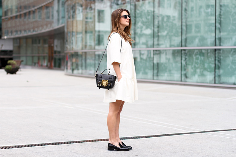 clochet-streetstyle-outfit-sushi-tiny-bag-stories-white-dress-zara-loafers-4