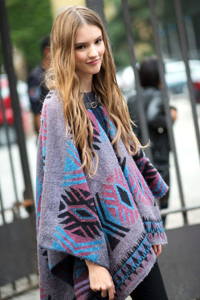 54bc23fc996ca_-_hbz-poncho-10-mfw-ss2015-street-style-day1-27-lg
