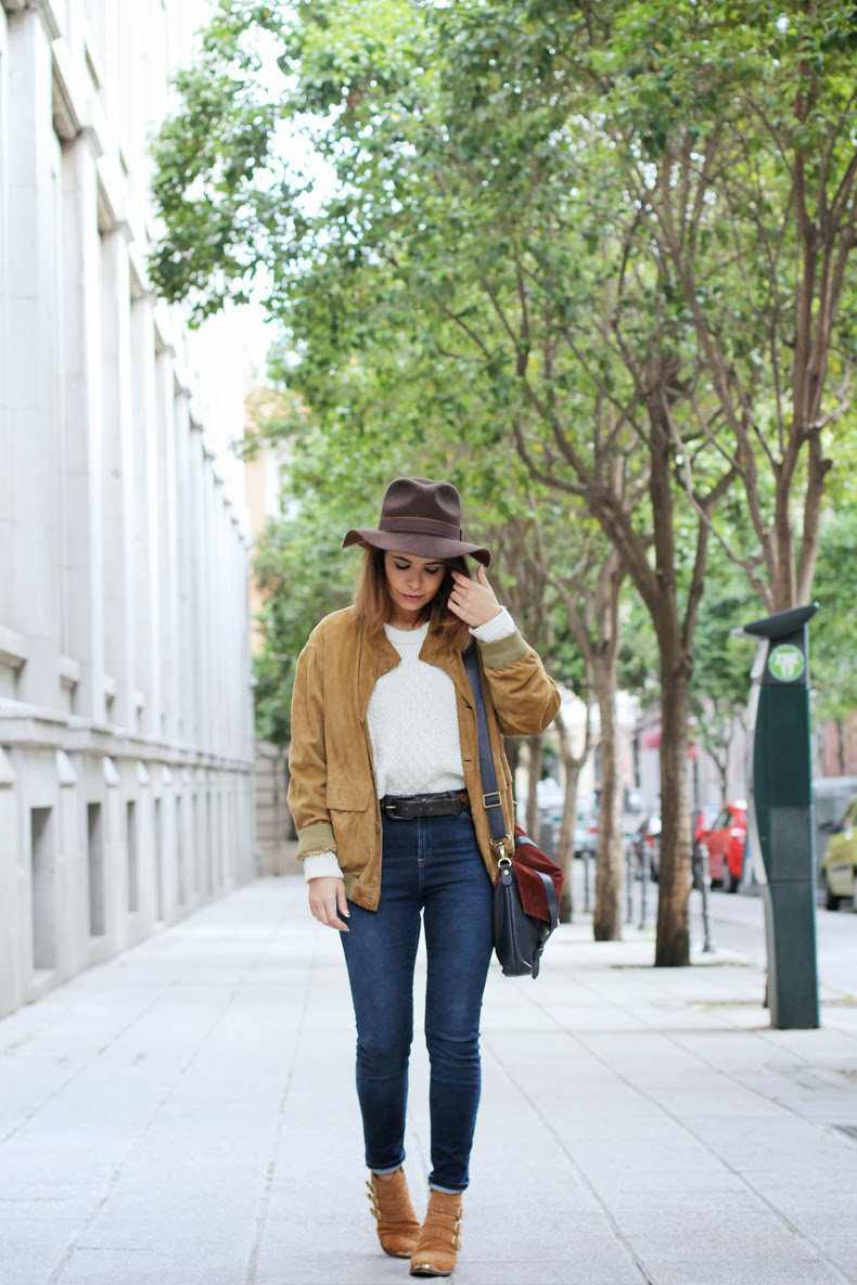 Suede_Jacket-Hat-Jeans-Western_Outfit-Street-Style-16