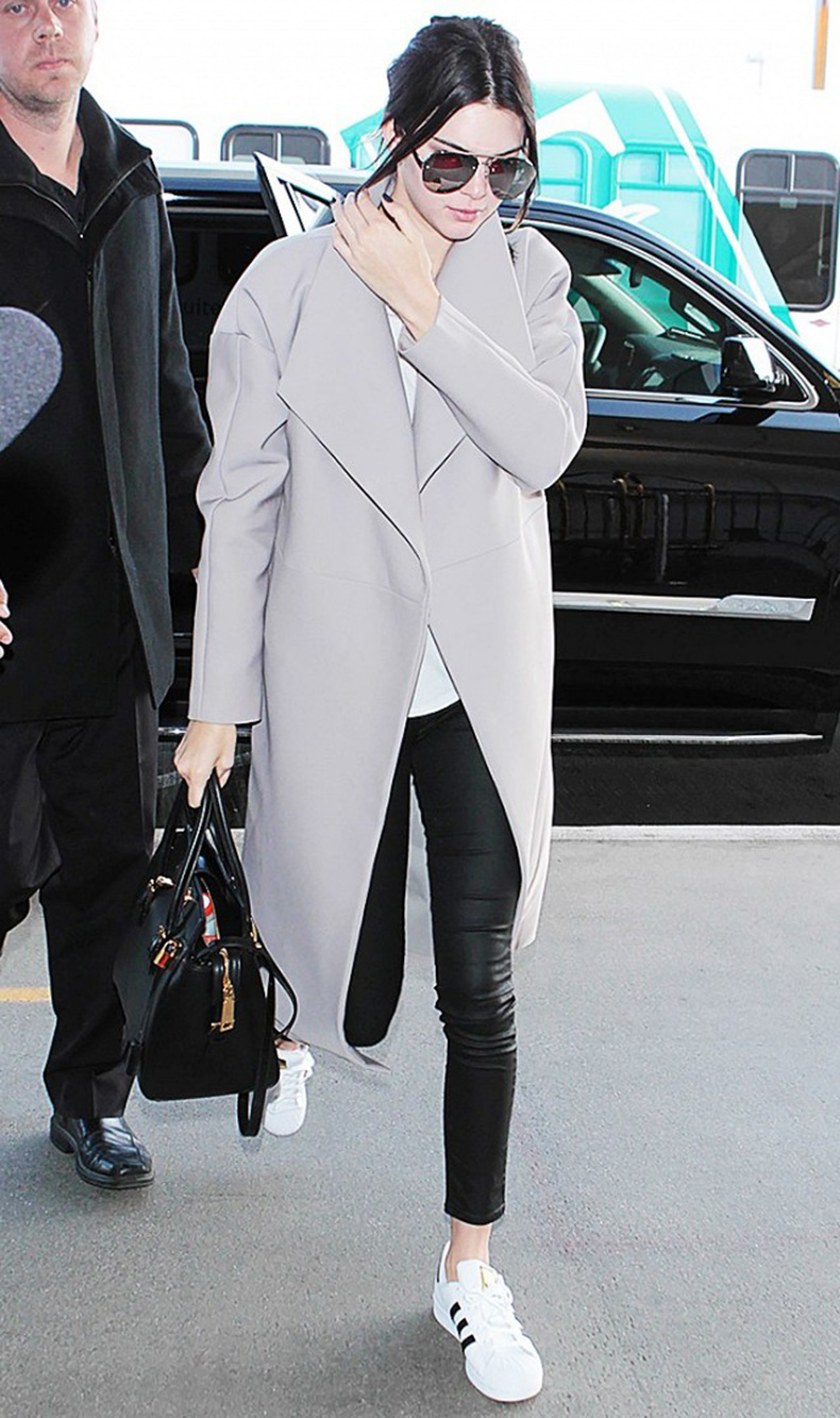 tk-things-models-always-wear-to-the-airport-1715669-1459440489.640x0c