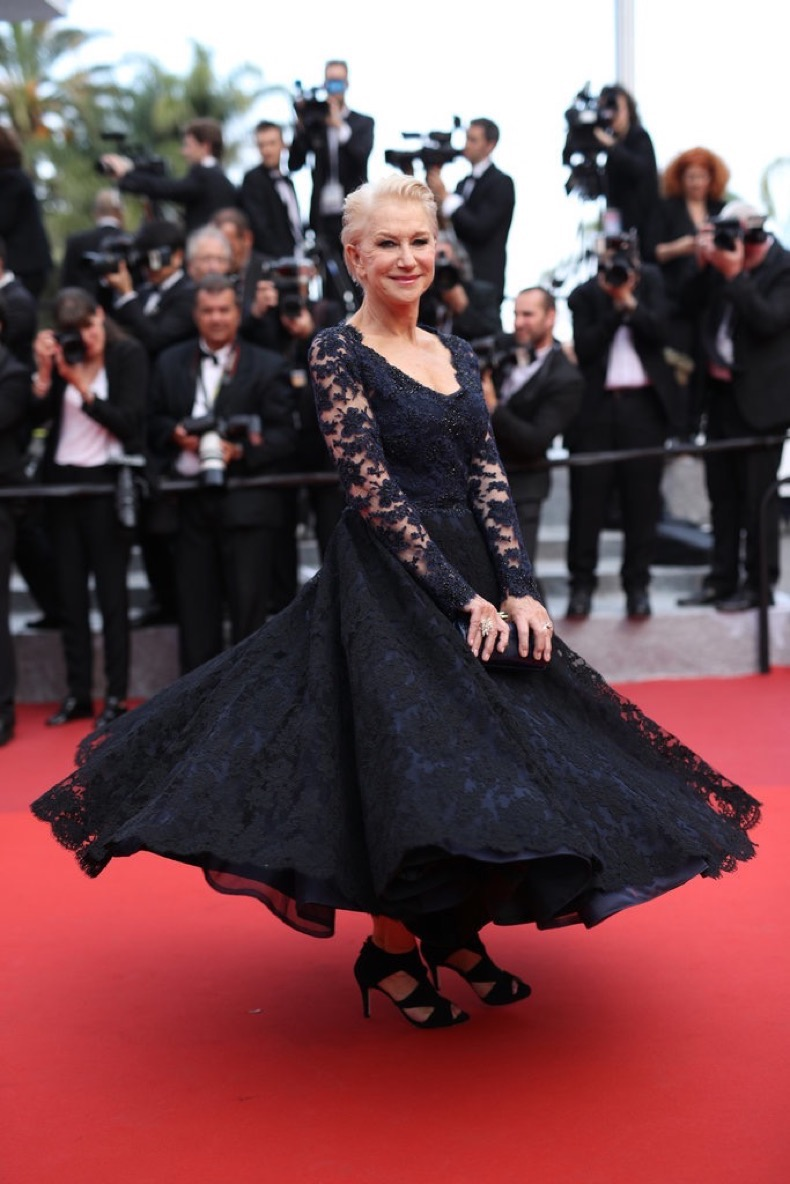 Helen-Mirren-wore-twirl-worthy-lace-gown-Chopard-jewelry