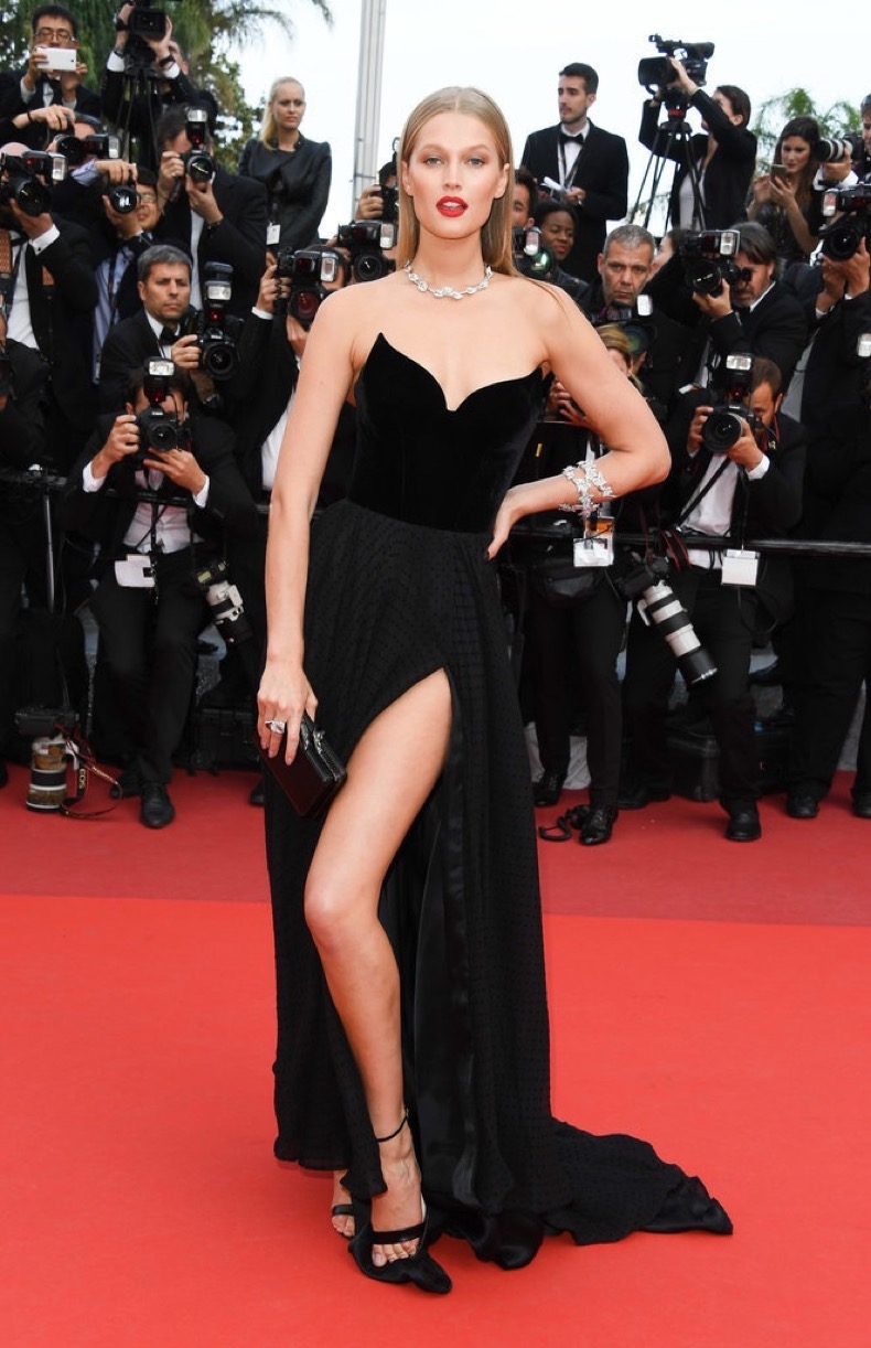 Toni-Garrn-attended-Loving-premiere-sexy-slit-black-gown