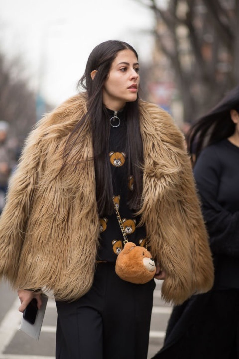 hbz-street-style-trends-fun-bags-02