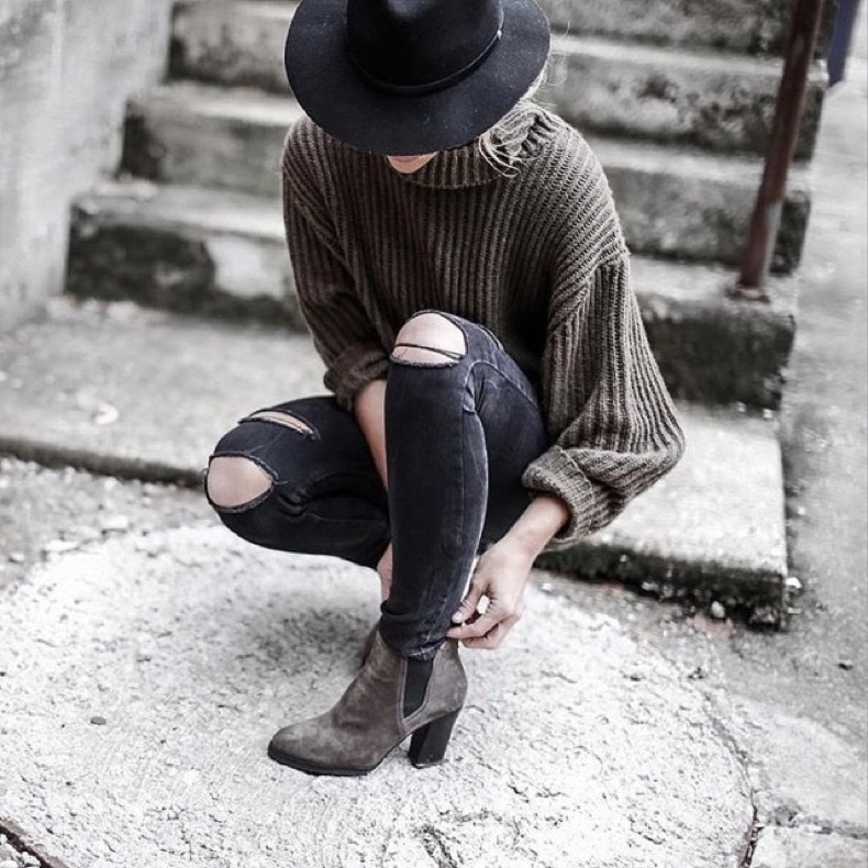 fall-winter-weekend-outfit-blogger-style-wide-brim-hat-ankle-booties-stack-heel-booties-black-ripped-jeans-turtleneck-sweater-oversized-sweater-grey-and-black-happilygrey-instagram-640x640