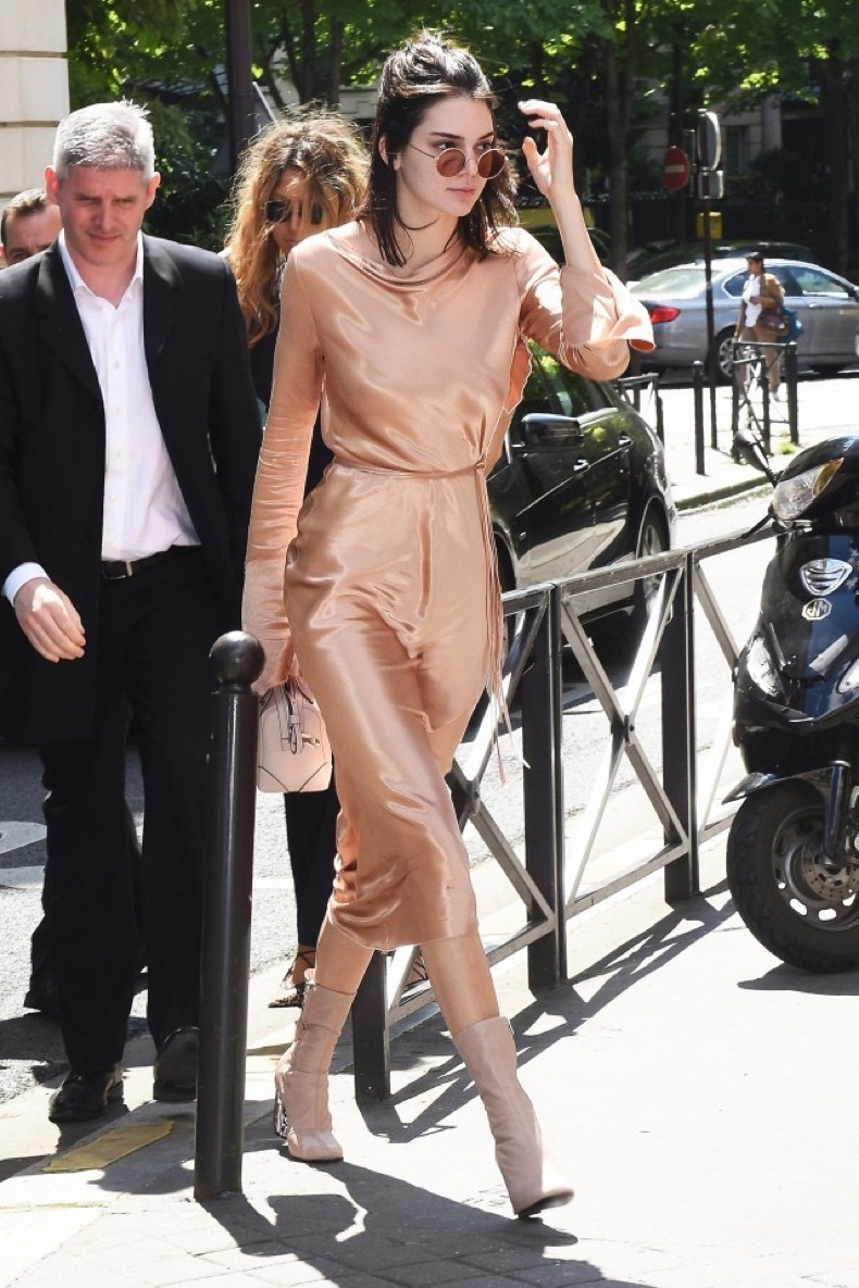 kendall-jenners-favorite-outfit-is-surprisingly-easy-to-recreate-1817433-1466812590.640x0c