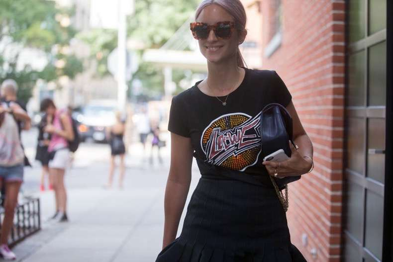 graphic-tees-street-style-trend-fashion-week-spring-2017-1