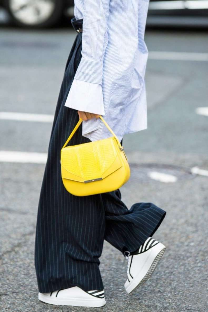 nyfw-street-style-wide-leg-pants-yellow-bag-600x900