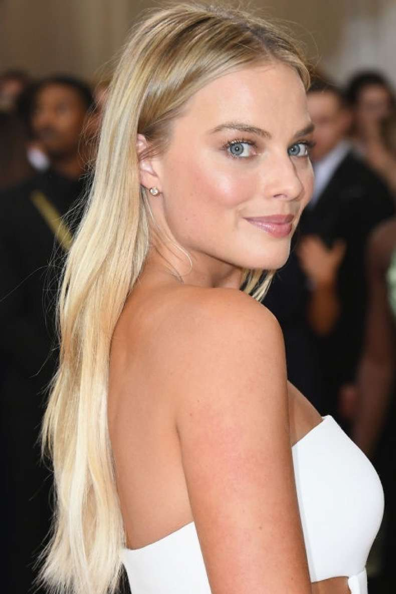 hbz-summer-hair-color-margot-robbie-gettyimages-527408440
