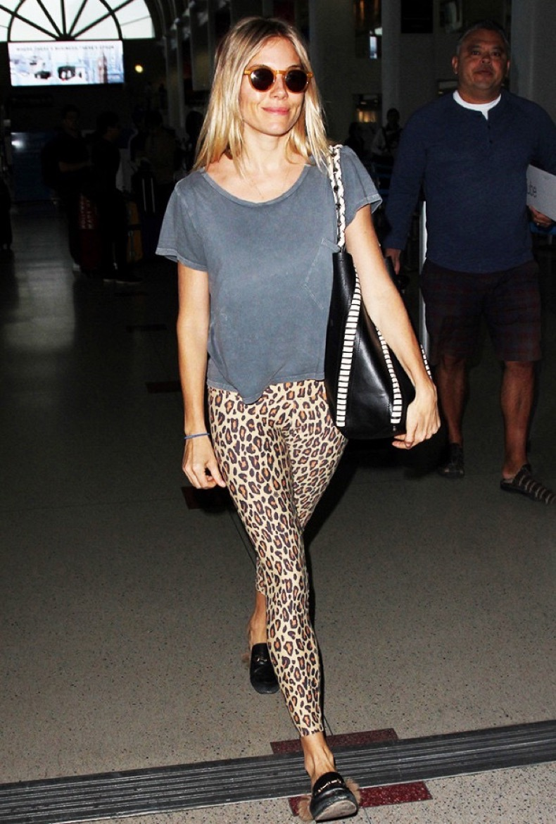sienna-miller-wearing-leopard-leggings-at-the-airport-1963303-1478286259-640x0c