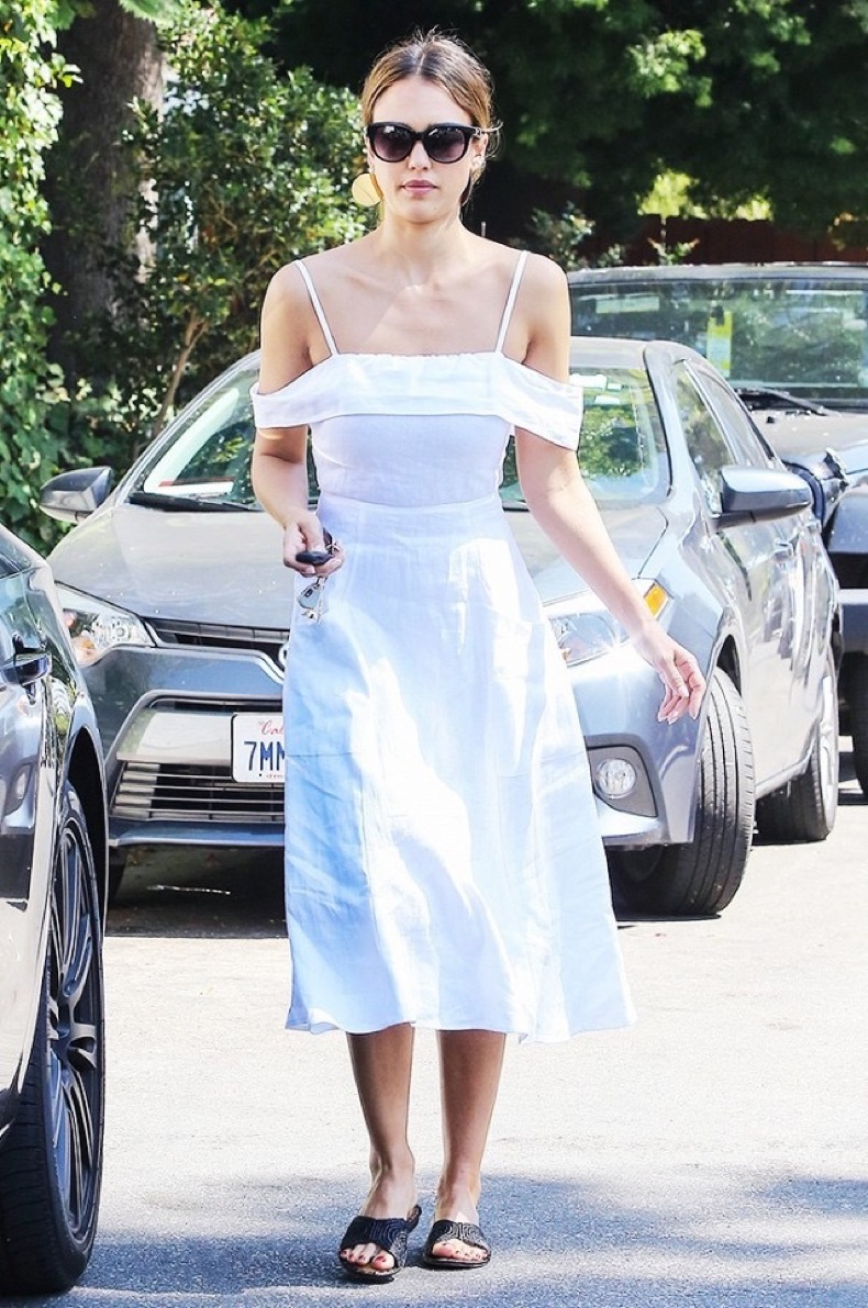 the-most-popular-brands-among-celebrities-this-season-1836829-1468517119-640x0c