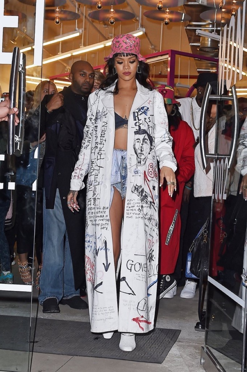 rihanna-graffiti-covered-trench-basically-her-outfit